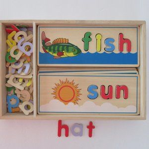 MELISSA & DOUG See and Spell wood puzzles - 4+